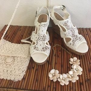 AEO Wedged Sandals & Necklace & Crocheted Bag Set!